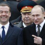 Клизменное эмбарго. Дмитрий Медведев запретил ввозить в Украину макулатуру и вывозить спринцовки